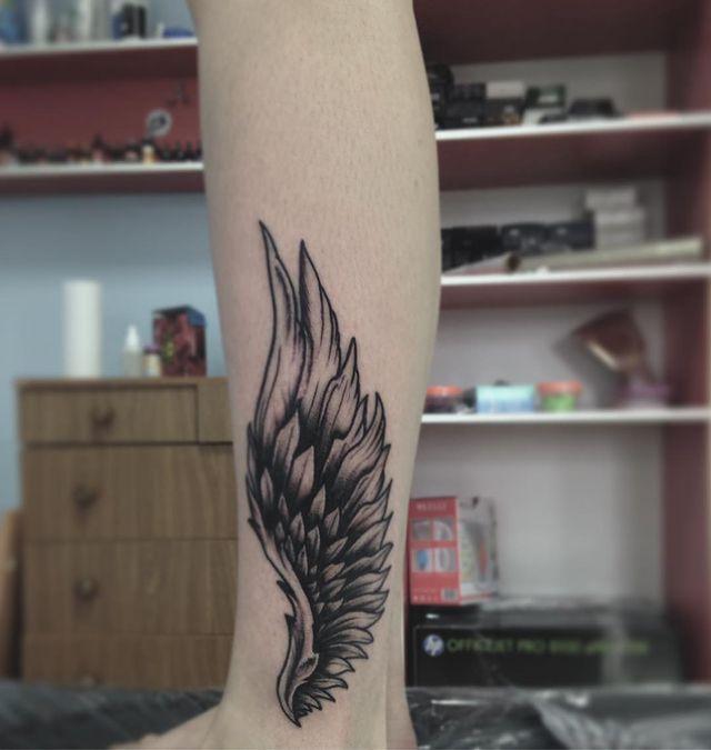 angel wing leg tattoo